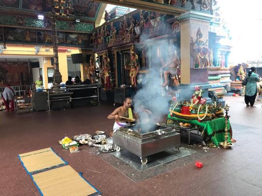 Khám phá hai ngôi đền Ấn Độ lớn tại Singapore - Ảnh 13.