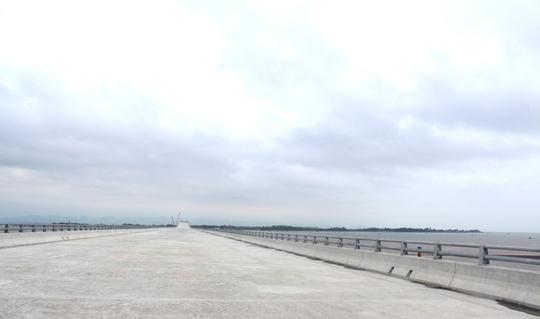 Cầu Tân Vũ - Lạch Huyện nối bán đảo Đình Vũ với huyện đảo Cát Hải