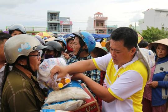 Tập đoàn Lộc Trời phối hợp Báo Người Lao Động cứu trợ tại Khánh Hòa - Ảnh 4.