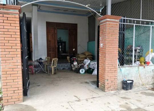 Nữ cán bộ y tế trường học cầm dao xông vào nhà đánh ghen - Ảnh 1.