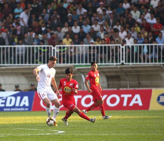Đông Triều hy vọng sau chuyến giao lưu bổ ích sẽ học hỏi thêm được nhiều kinh nghiệm để trở về nỗ lực khẳng định bản thân trong màu áo HAGL cũng như hướng đến mục tiêu có suất ở đội U23 Việt Nam dự SEA Games 2017