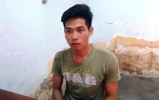 Nghi can Phạm Ngọc Sơn tại trụ sở công an