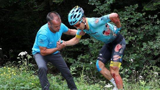 Cua rơ té gãy cổ ở Tour de France 2017 - Ảnh 8.