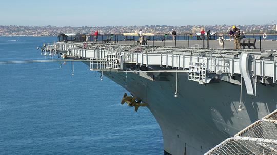 Đầu tàu sân bay USS Midway tại San Diego (Mỹ). Ảnh internet