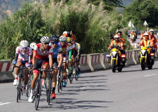 Áo vàng rơi vào tay đua Lào - Ảnh 2.