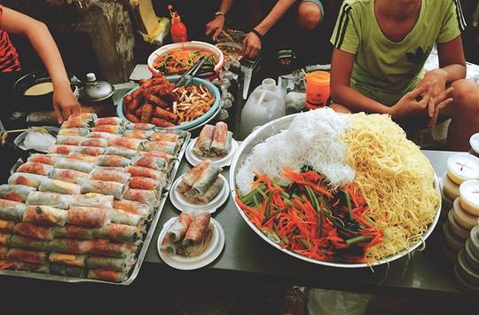 Thiên đường ẩm thực trong hẻm ở Sài Gòn - Ảnh 1.