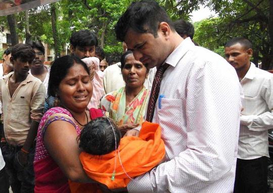 Ấn Độ: Trẻ em chết liên tục trong cùng một bệnh viện - Ảnh 1.