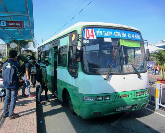 PGS.TS Phạm Xuân Mai cho rằng cần loại bỏ xe máy khỏi hệ thống giao thông, song song đó là phát triển hệ thống giao thông công cộng