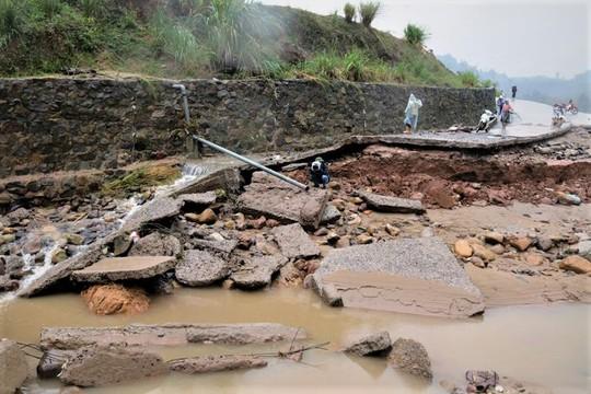 Đà Nẵng- Quảng Trị: Hàng ngàn nhà dân còn ngập sâu trong nước - Ảnh 6.