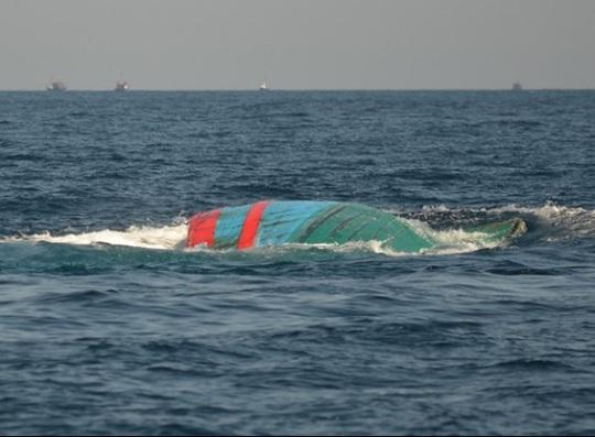 Một tàu cá ngư dân bị đâm chìm (ảnh minh họa)