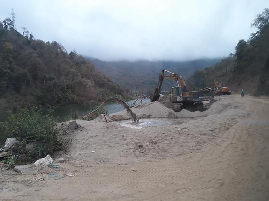 Điểm khai thác và tập kết cát trái phép ở lòng hồ thủy điện Nâm Mô, xã Tà Cạ, huyện Kỳ Sơn, tỉnh Nghệ AnẢnh: Đức Ngọc