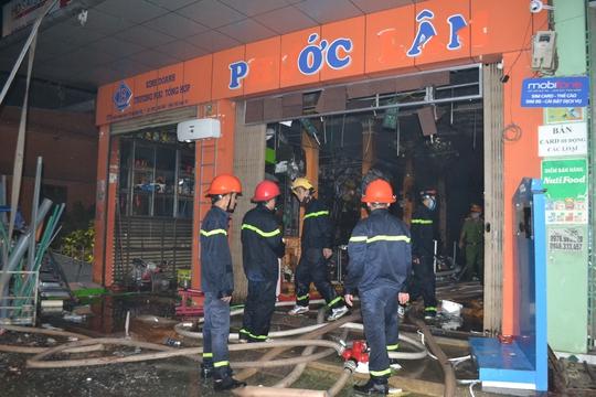 Cháy dữ dội ở cửa hàng kinh doanh đồ điện tử - Ảnh 2.