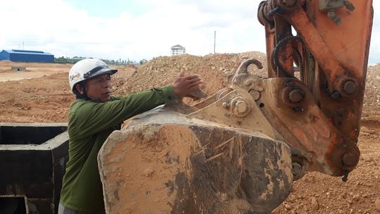 Tuột dây cáp, ống bê tông nặng hơn 1 tấn đè chết công nhân - Ảnh 2.