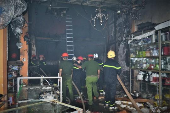 Cháy dữ dội ở cửa hàng kinh doanh đồ điện tử - Ảnh 3.
