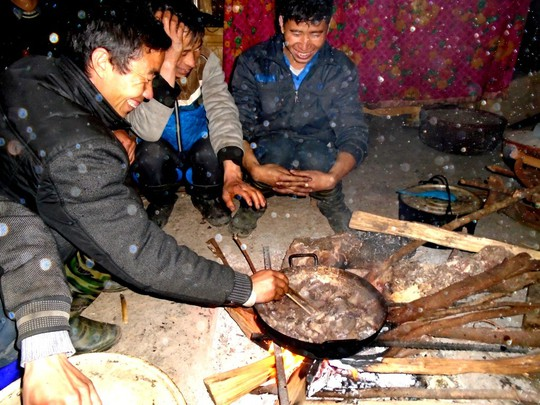 Lên Tả Phìn ăn… thịt chuột rừng gác bếp - Ảnh 3.