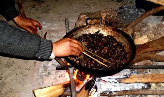 Lên Tả Phìn ăn… thịt chuột rừng gác bếp - Ảnh 4.