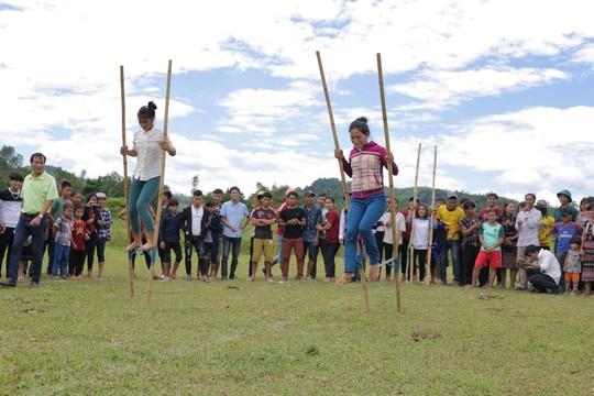 Lễ hội  độc đáo Ariêu- Ping thu hút hàng ngàn người tham dự - Ảnh 7.