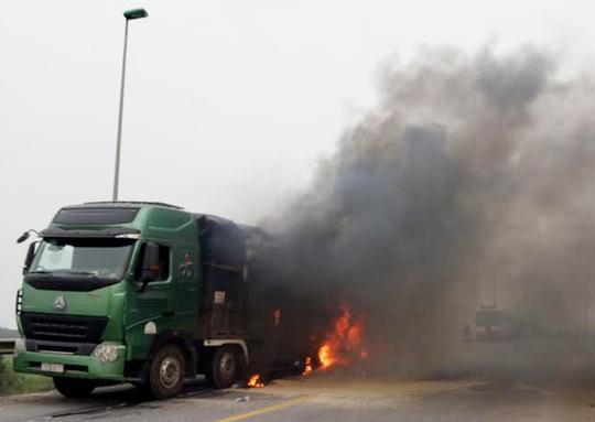 Hiện trường vụ cháy xe ô tô