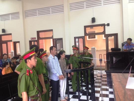 Phạm Thị Ngọc Ánh và Phạm Hữu Tiến tại phiên tòa sơ thẩm