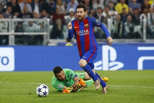 Với 7 pha sút xa thành bàn ở mùa này, Messi trở nên khó lường với hàng thủ Juventus ở lượt về Ảnh: REUTERS