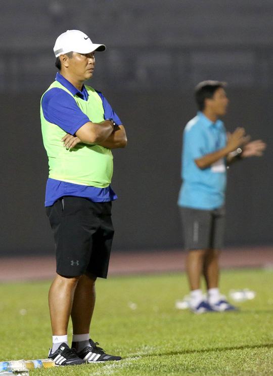 HLV Trần Minh Chiến dẫn dắt U19 - Ảnh 1.