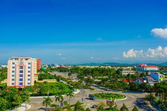 Tỉnh Quảng Nam có những bước phát triển vượt bậc sau 20 năm tái lập. Trong ảnh là một góc tỉnh lị Tam Kỳ Ảnh: NGUYỄN TUẤN
