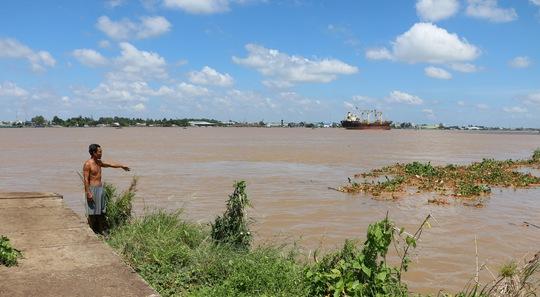Sông sạt lở, nuốt dần làng hoa cồn An Thạnh - Ảnh 1.