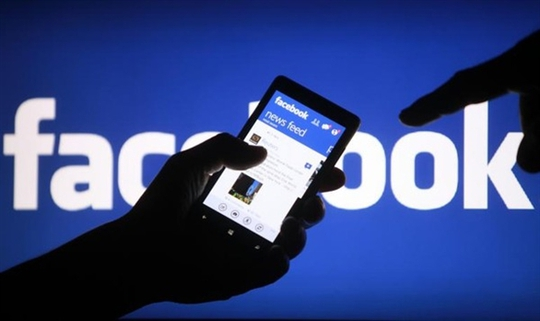 Bé trai 14 tuổi bị ảo giác, co giật vì nghiện facebook - Ảnh 1.
