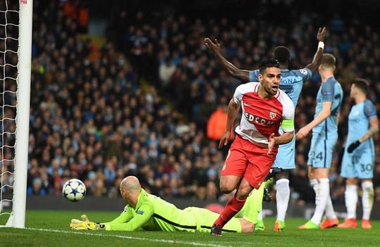 Nếu Falcao không kịp bình phục, hàng công Monaco sẽ chịu tổn thất không nhỏ khi tái đấu Man City Ảnh: REUTERS