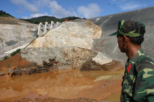 Công trình thủy điện Sông Bung 2 từng xảy ra sự cố vỡ hầm dẫn dòng khiến 2 công nhân tử vong