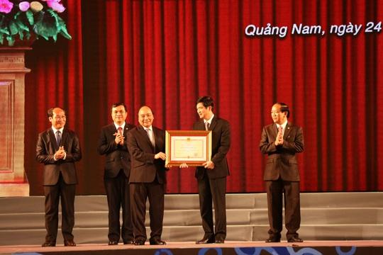 Thủ tướng Nguyễn Xuân Phúc trao Huân chương Độc lập hạng Nhất cho lãnh đạo tỉnh Quảng Nam