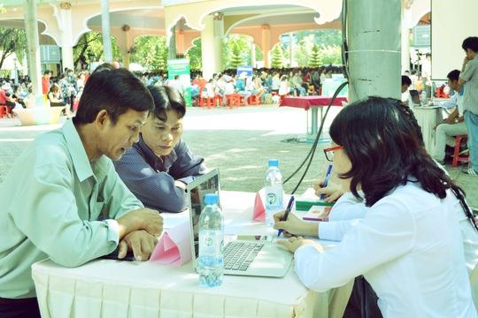 Luật sư tư vấn cho người lao động tại Ngày hội Pháp luật do Tổng LĐLĐ Việt Nam và LĐLĐ TP HCM tổ chức