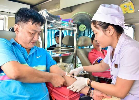 Hơn100 CNVC-LĐ tình nguyện hiến máu - Ảnh 1.