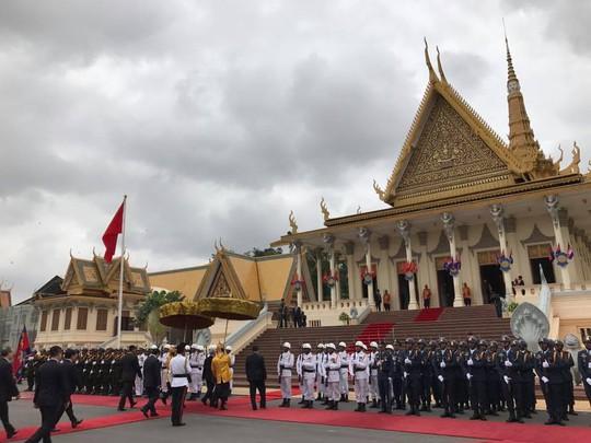 Trang trọng lễ đón Tổng Bí thư tại Hoàng cung Campuchia - Ảnh 17.