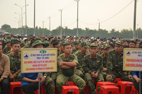 Chủ tịch Đà Nẵng cùng 3.000 người dân làm sạch môi trường đón APEC - Ảnh 3.
