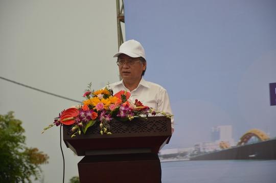 Chủ tịch Đà Nẵng cùng 3.000 người dân làm sạch môi trường đón APEC - Ảnh 1.