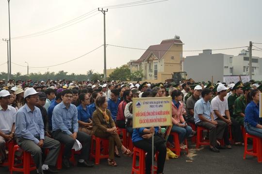 Chủ tịch Đà Nẵng cùng 3.000 người dân làm sạch môi trường đón APEC - Ảnh 2.