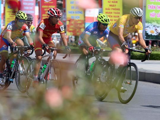 Căng thẳng cuộc đua Áo xanh - Ảnh 8.