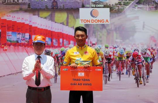 Sau 13 chặng, Nguyễn Văn Dương vẫn giữ chắc Áo vàng của mình
