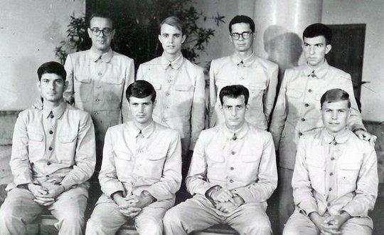 Thành viên thủy thủ đoàn tàu USS Pueblo lúc bị Triều Tiên cầm giữ. Ảnh: AP
