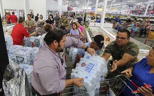 Mỹ: Cuộc sơ tán lịch sử tránh siêu bão Irma - Ảnh 4.