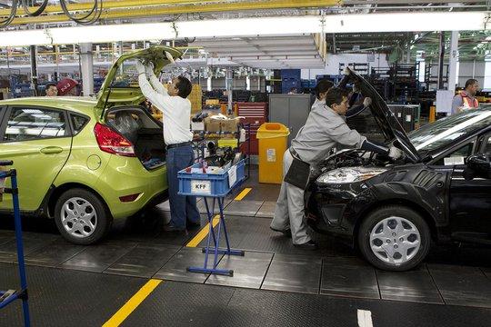 Nhiều loại thuế, phí khiến giá xe ở Việt Nam cao gấp đôi thị trường trong khu vực