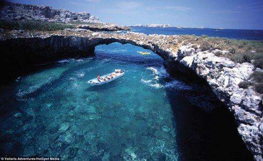 Cảnh sắc như thiên đường tại đảo Marieta - Mexico. Ảnh: HotSpot Media