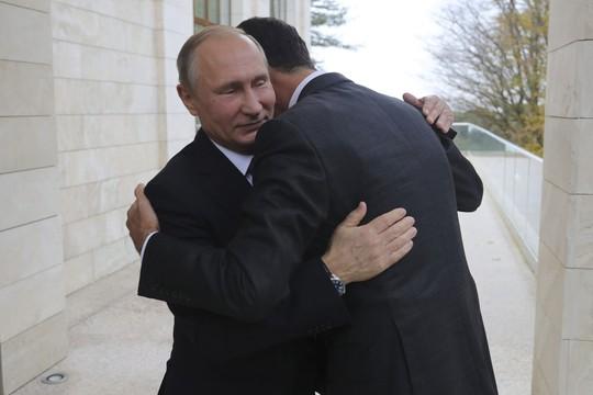 Ông Putin và Tổng thống Syria Bashar Assad gặp tại Sochi hôm 21-11. Ảnh: Reuters