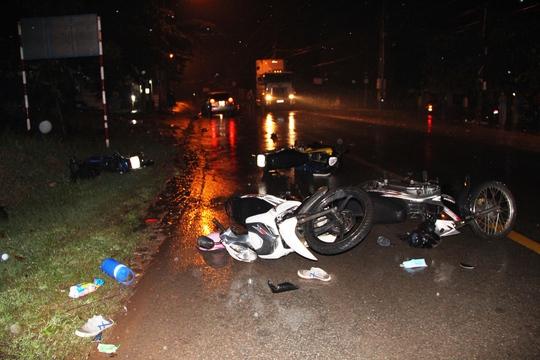 Xe điên tông hàng loạt xe máy, ít nhất 2 người nguy kịch - Ảnh 2.