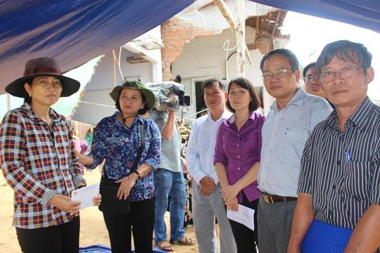 TP Hồ Chí Minh sẻ chia nỗi đau người dân vùng bão Phú Yên - Ảnh 3.