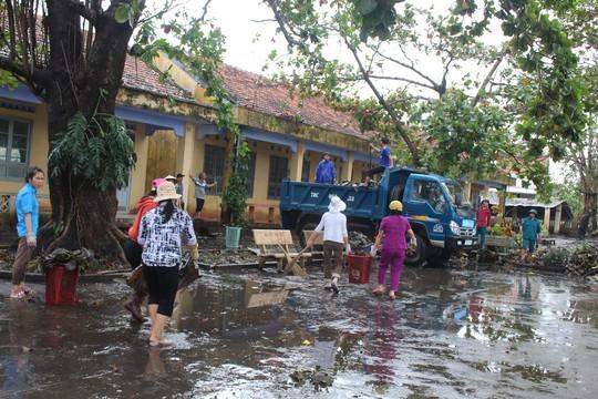 TP Hồ Chí Minh sẻ chia nỗi đau người dân vùng bão Phú Yên - Ảnh 5.