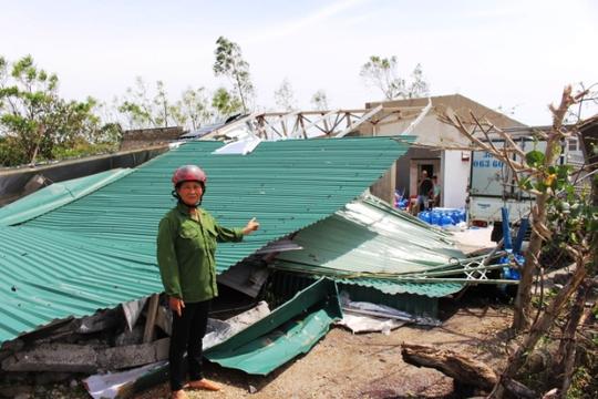 Cận cảnh trường học tan hoang, nhà cửa đổ nát sau bão - Ảnh 14.