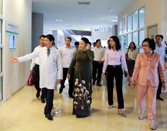 Chủ tịch Quốc hội làm việc tại Khu y tế kỹ thuật cao Hoa Lâm - Shangri - La - Ảnh 1.