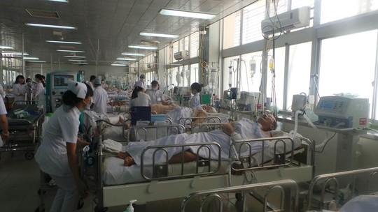 Nhiều người bệnh từ các địa phương đang được cấp cứu, điều trị tại Bệnh viện Chợ Rẫy